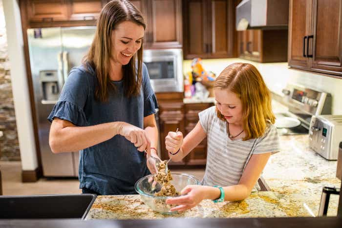 Jessica Averett and her daughter bake cookies at our Scottsdale Resort kitchen.