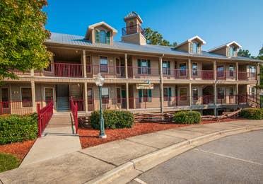 Exterior view of Apple Mountain Resort in Clarkesville, GA