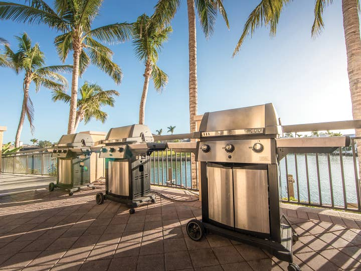 Grills at Sunset Cove Resort