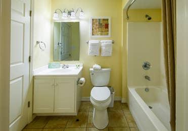 Bathroom with shower/tub combination at Orlando Breeze Resort.