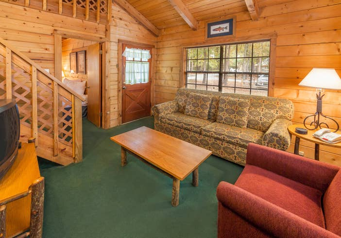 The living room at the one-bedroom villa at Lake O' the Wood Resort in Flint Texas.