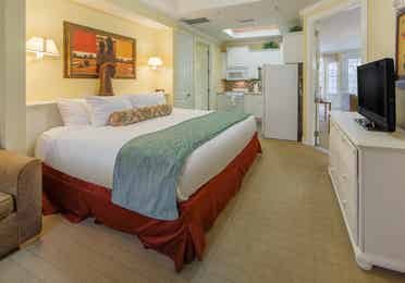 Bedroom in a one-bedroom villa with a kitchenette at Apple Mountain Resort