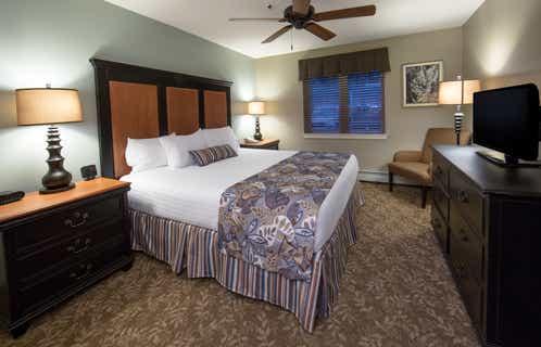 Bedroom in a one-bedroom villa at Mount Ascutney Resort in Brownsville, VT