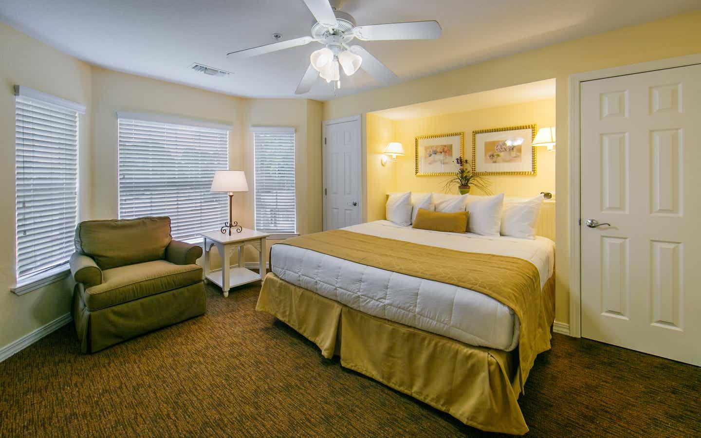 two-bedroom presidential at orlando breeze resort, orlando, florida | holidayinnclub