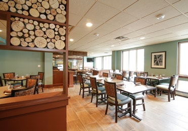 Dining room in The Maple Kitchen at Mount Ascutney Resort in Brownsville, VT