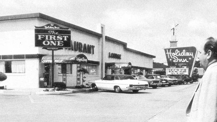 Exterior view of the first Holiday Inn in 1952