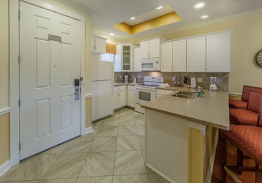 Kitchen with fridge, oven, sink and microwave in a presidential villa at Fox River Resort in Sheridan, Illinois