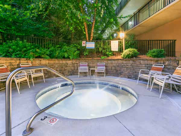 Outdoor hot tub at Smoky Mountain Resort