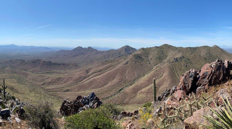 A gorgeous view of the mountainous, desert Arizona landscape.