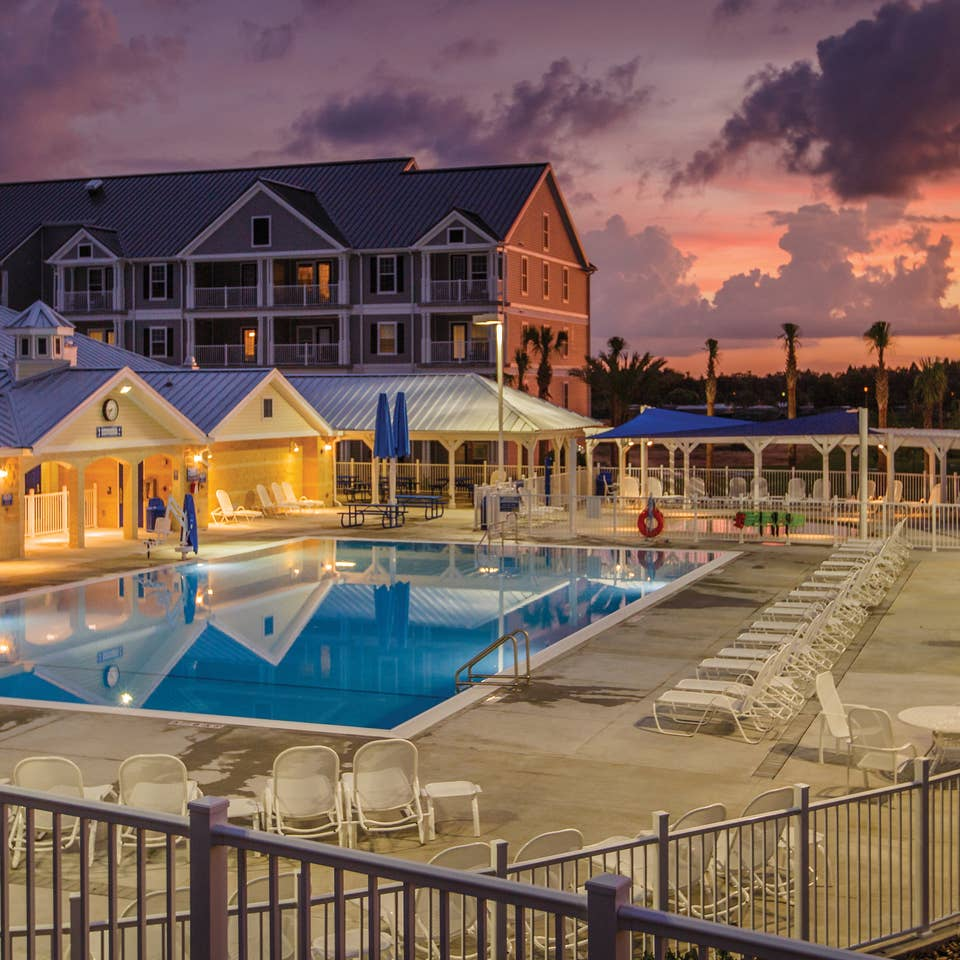 Orlando Breeze Resort property building and swimming pool in Florida.