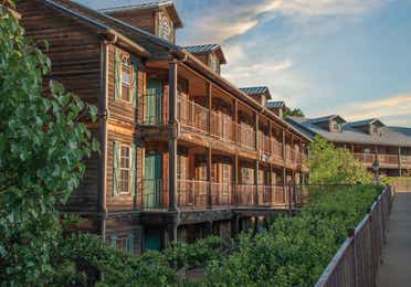Exterior view of Villages Resort in Flint, TX