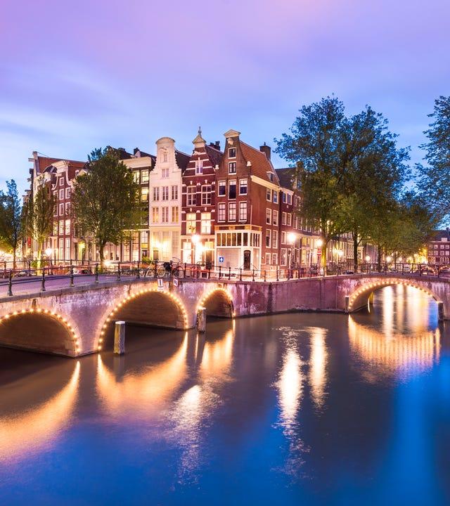 Amsterdam_iStock-490213536.jpg