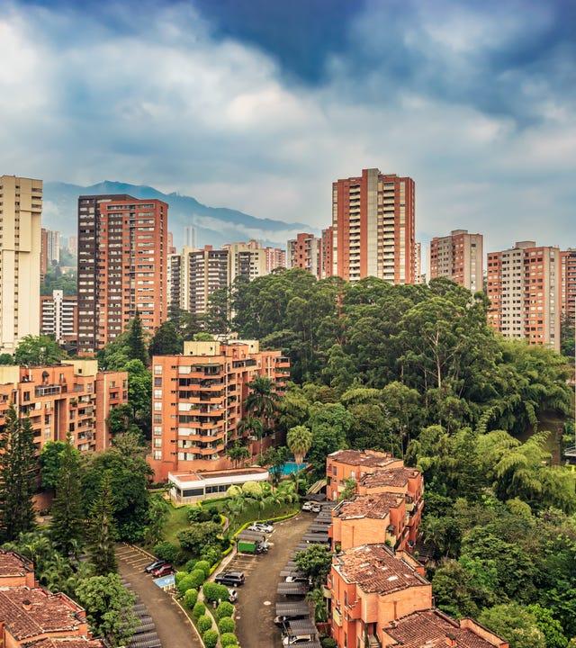 Centro_de_idiomas_en_El_Poblado_Medellín.jpg