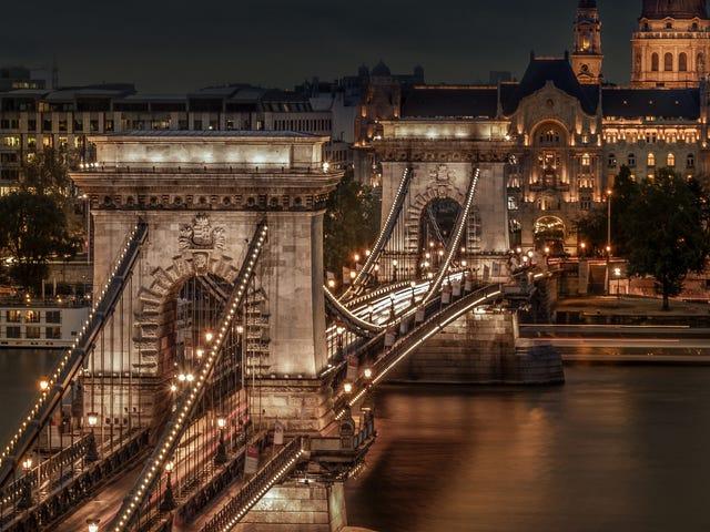 Hungary_Budapest_Houses_Rivers_Bridges_Chain_584539_2700x1800.jpg