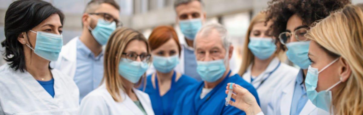 Los doctores están al frente del coronavirus.
