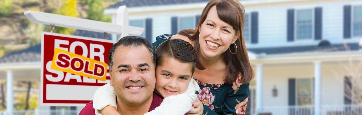 Familia compra una casa en los Estados Unidos