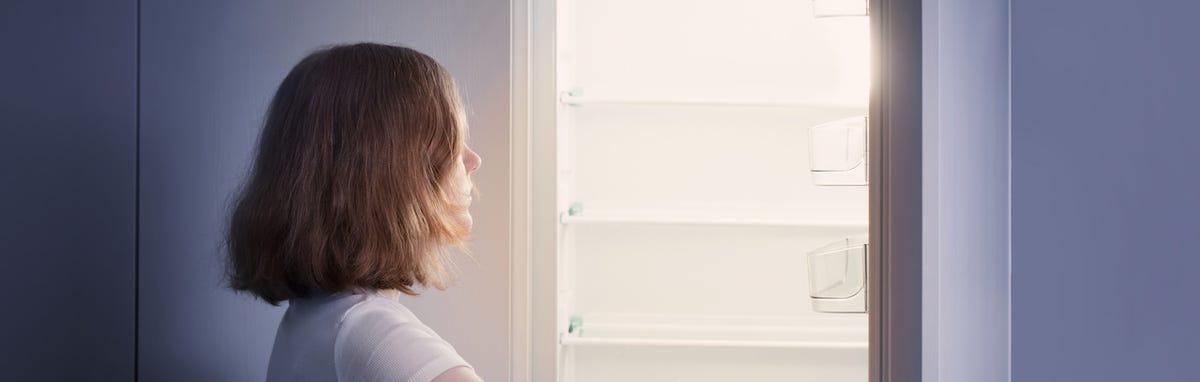 Evalúe el uso de energía por parte de los aparatos electrodomésticos como el refrigerador.