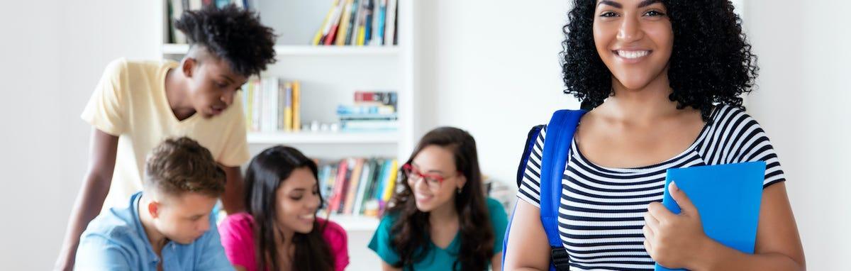 Estudiante latina recibió ayuda financiera para llegar hasta la universidad