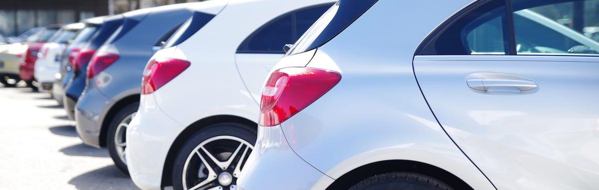 Variedad de autos y variedad de seguros.