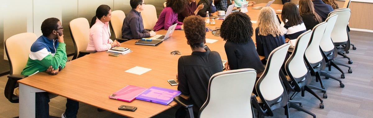 Una sala con estudiantes - carreras tecnicas