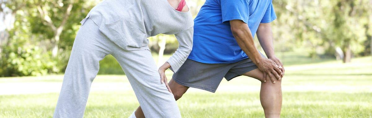 Pareja haciendo deporte para llegar a su peso ideal