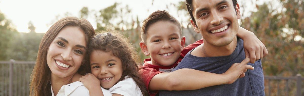 Familia feliz por el Programa de Descuentos para la Salud - PODERsalud