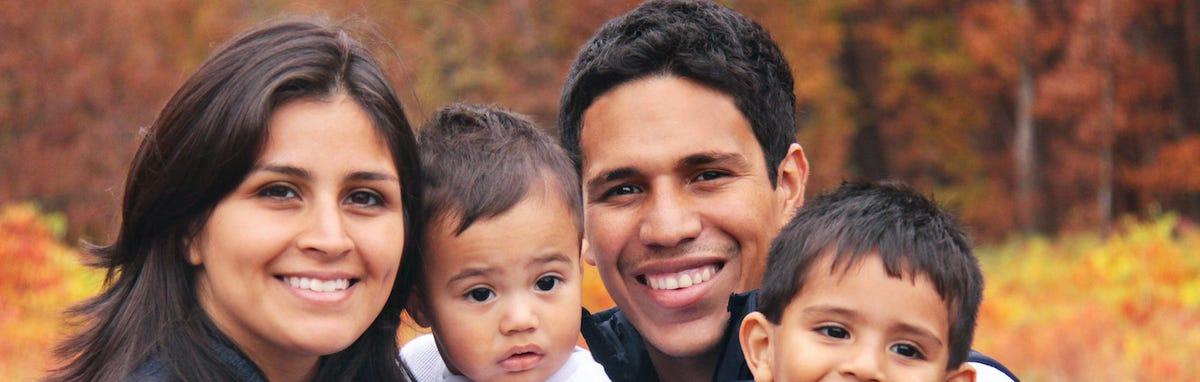 Familia Feliz con el apoyo de SABEResPODER en los EE.UU