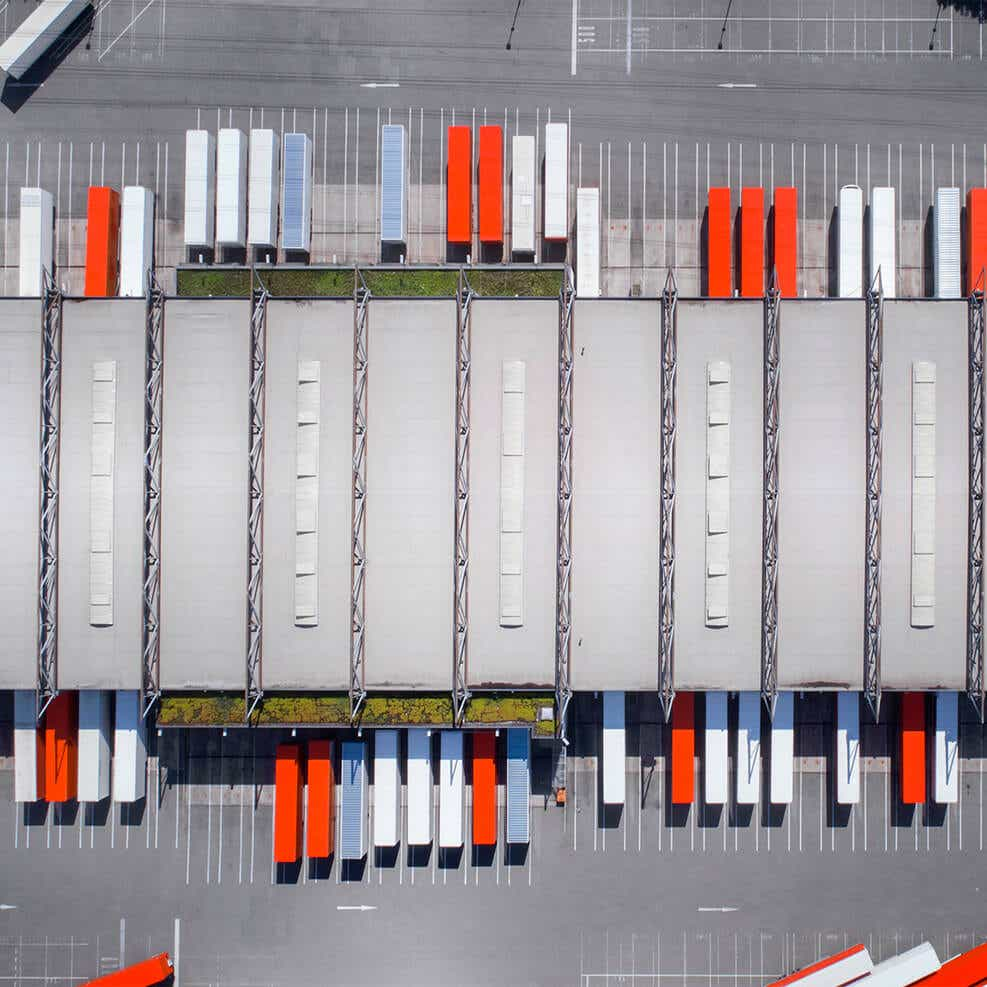 Streamline your distribution with cross-dock solutions image