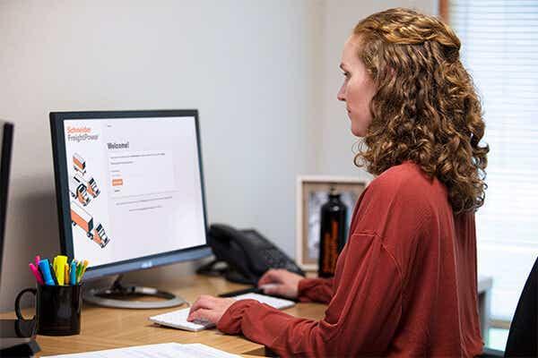 Women at computer working on Schneider FreightPower