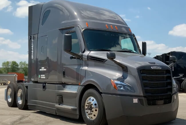 A parked gray 2021 freightliner cascadia truck