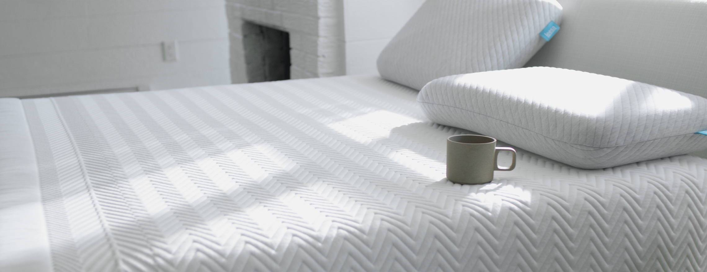 coffee_cup_on_a_white_leesa_mattress_with_a_leesa_pillow