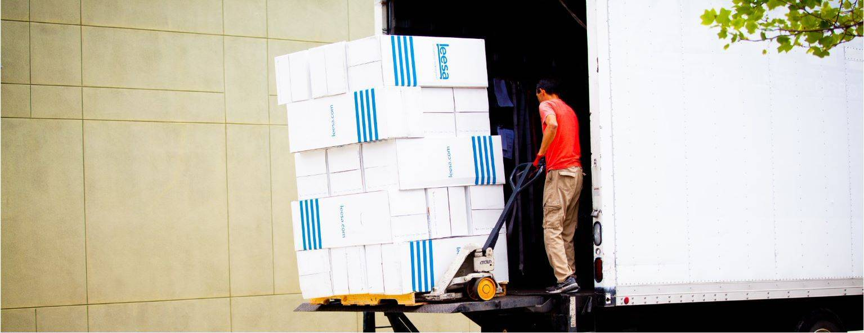 loading-truck-with-leesa_mattresses