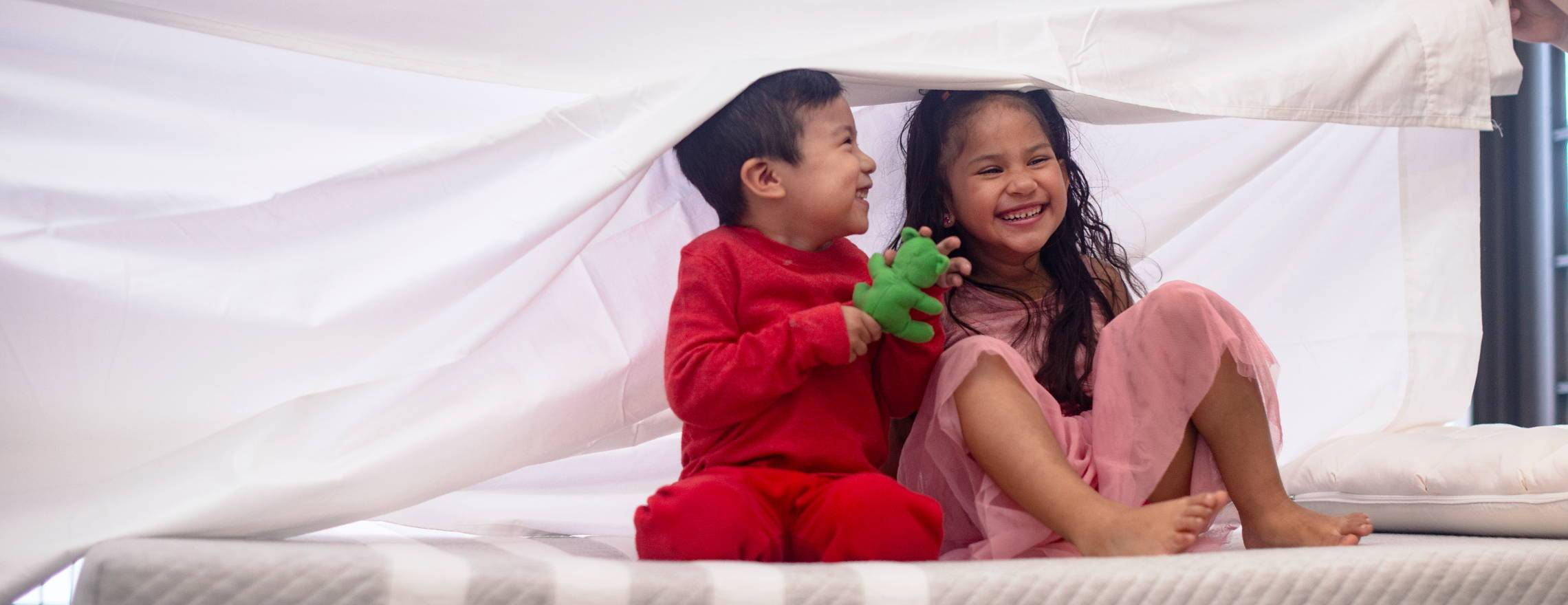 childern_playing_under_the_covers_on_a_leesa_mattress