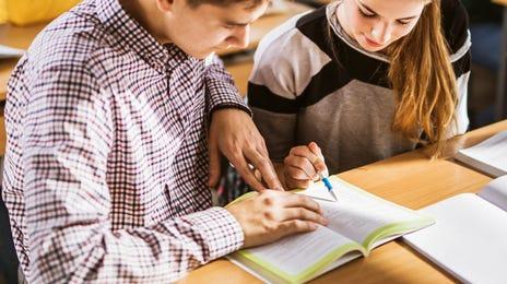 Adolescents lors d'un cours d'anglais