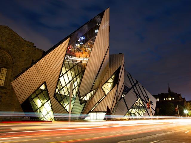Toronto_Royal_Ontario_Museum.jpg