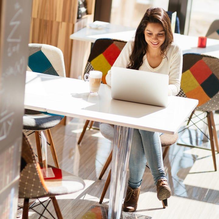 Online_Learning_Girl_Studying.jpg