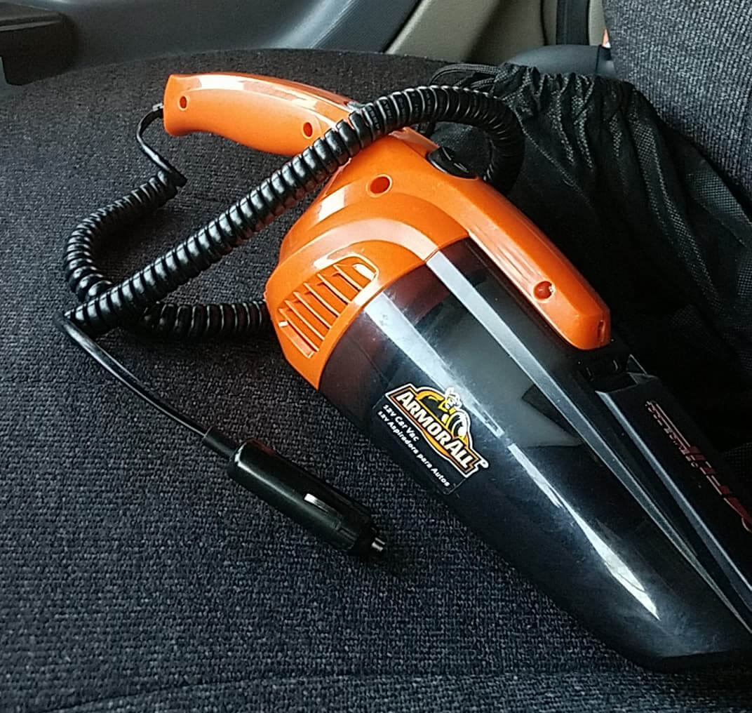 keep-a-truck-clean_vacuum.jpg