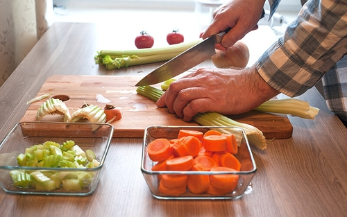 Enhance your healthy meal prep for truck drivers with these breakfast, lunch and dinner ideas.