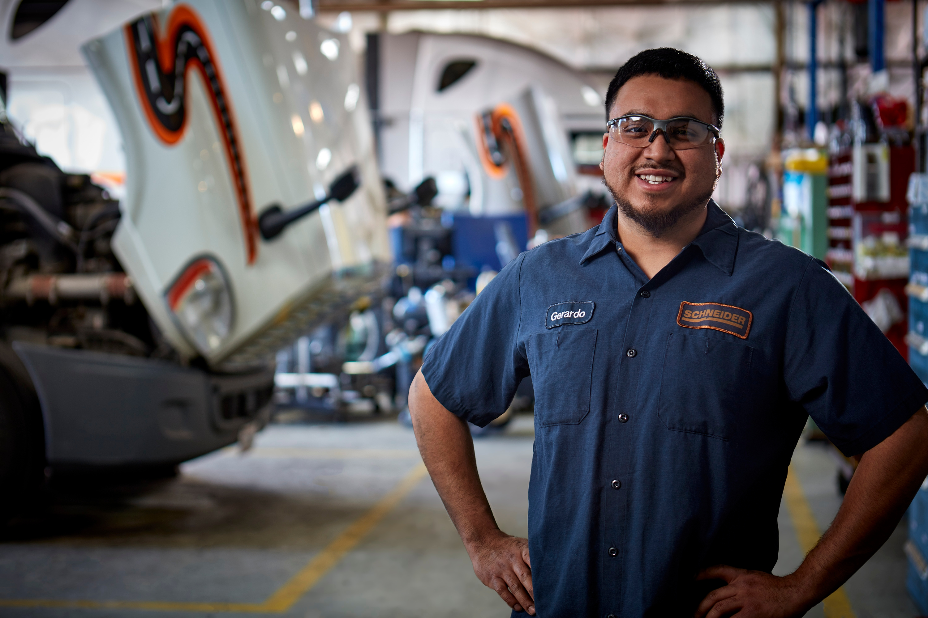 There are six steps on how to become a diesel technician.