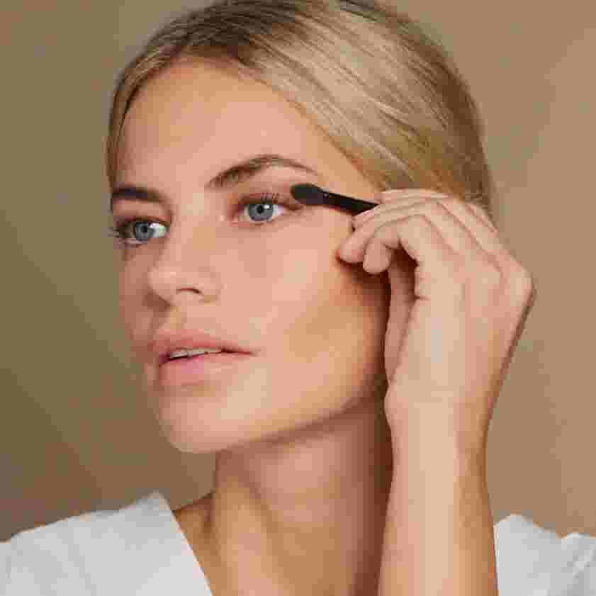 Model applying nude eyeshadow. Look created by Max Factor.
