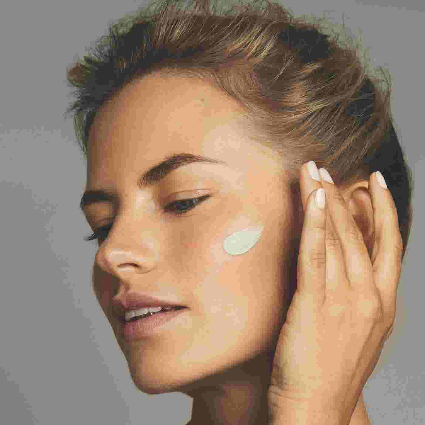 Close-up of model applying Max Factor Miracle Prep Colour Correcting & Cooling Primer