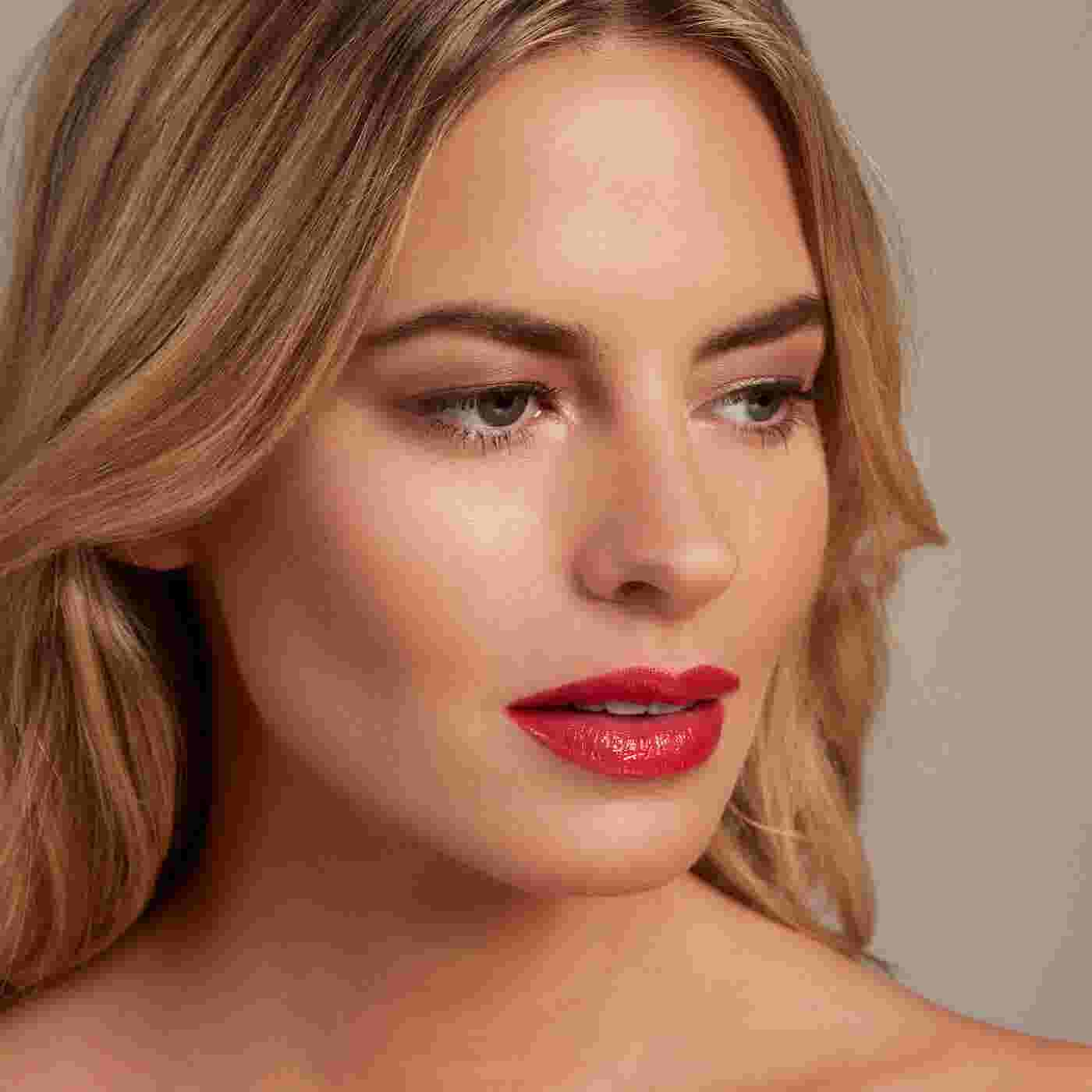 Model wearing Max Factor Colour Elixir Lip Cushion in Baby Star Coral for summer
