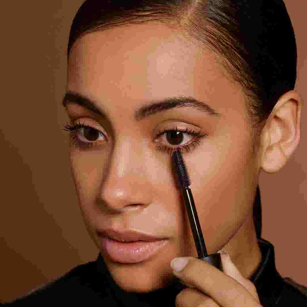 Model applying mascara