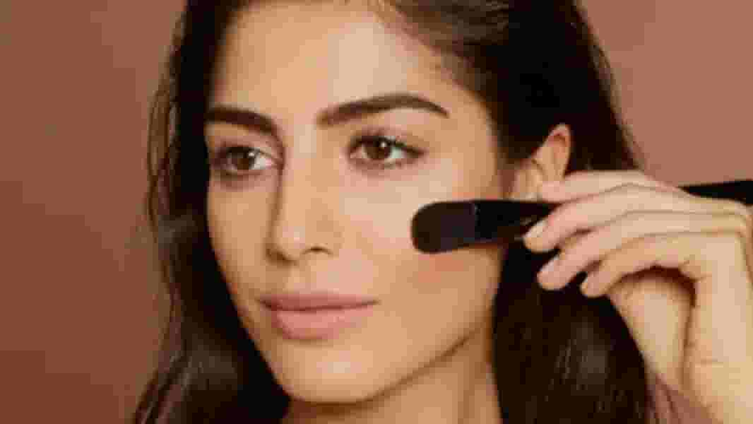 How To Apply Glow-Boosting Foundation For Dry Skin