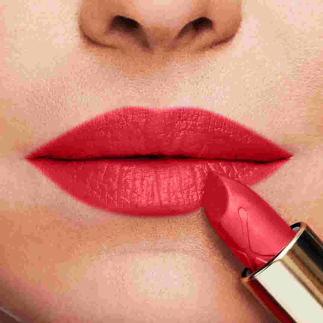 Colour Elixir Lipstick how to apply image UK