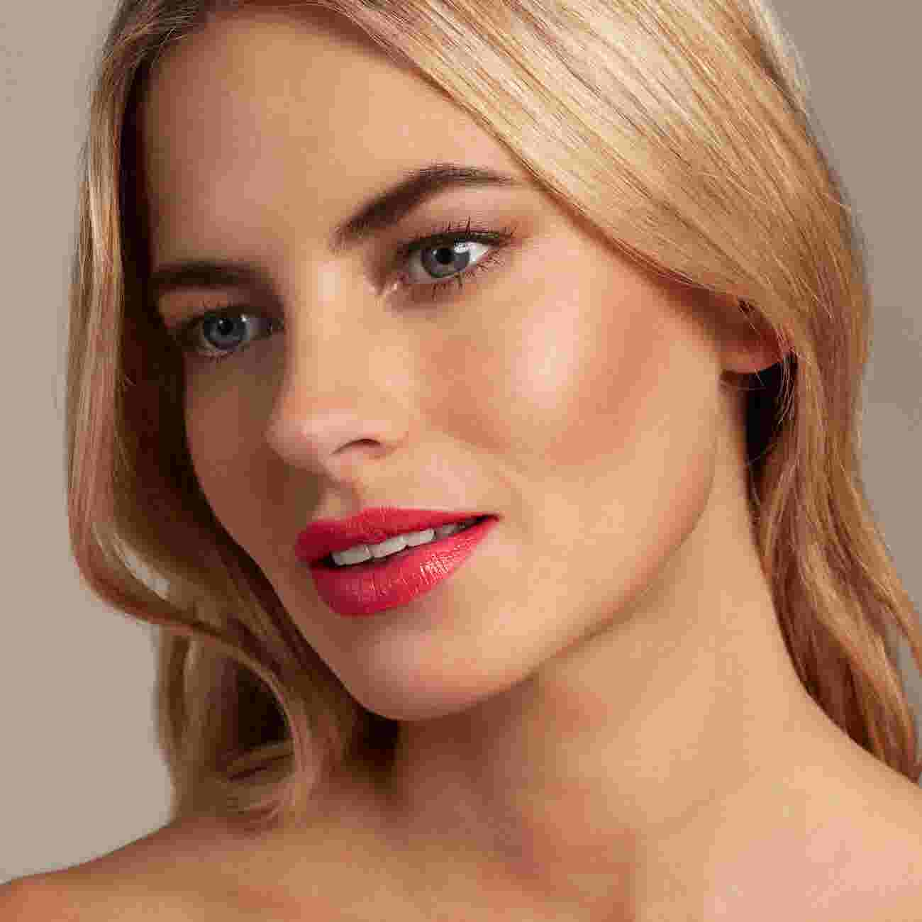 Model wearing coral lipstick by Max Factor