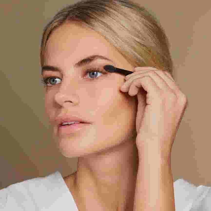 Model applying nude Max Factor eyeshadow