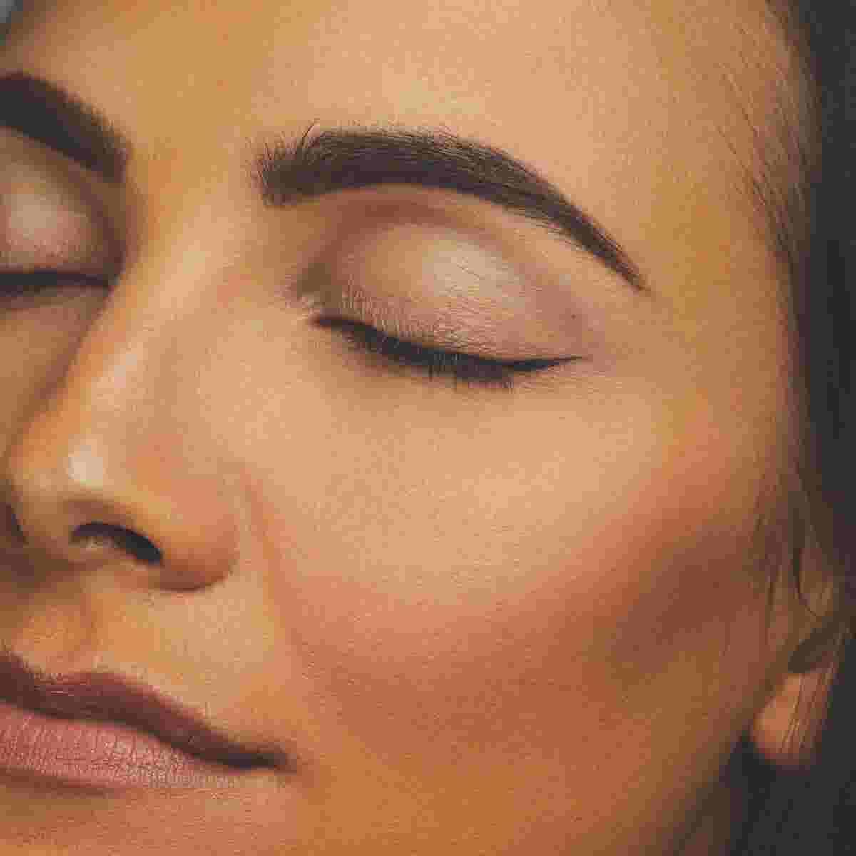 Winged eyeliner tutorial step one