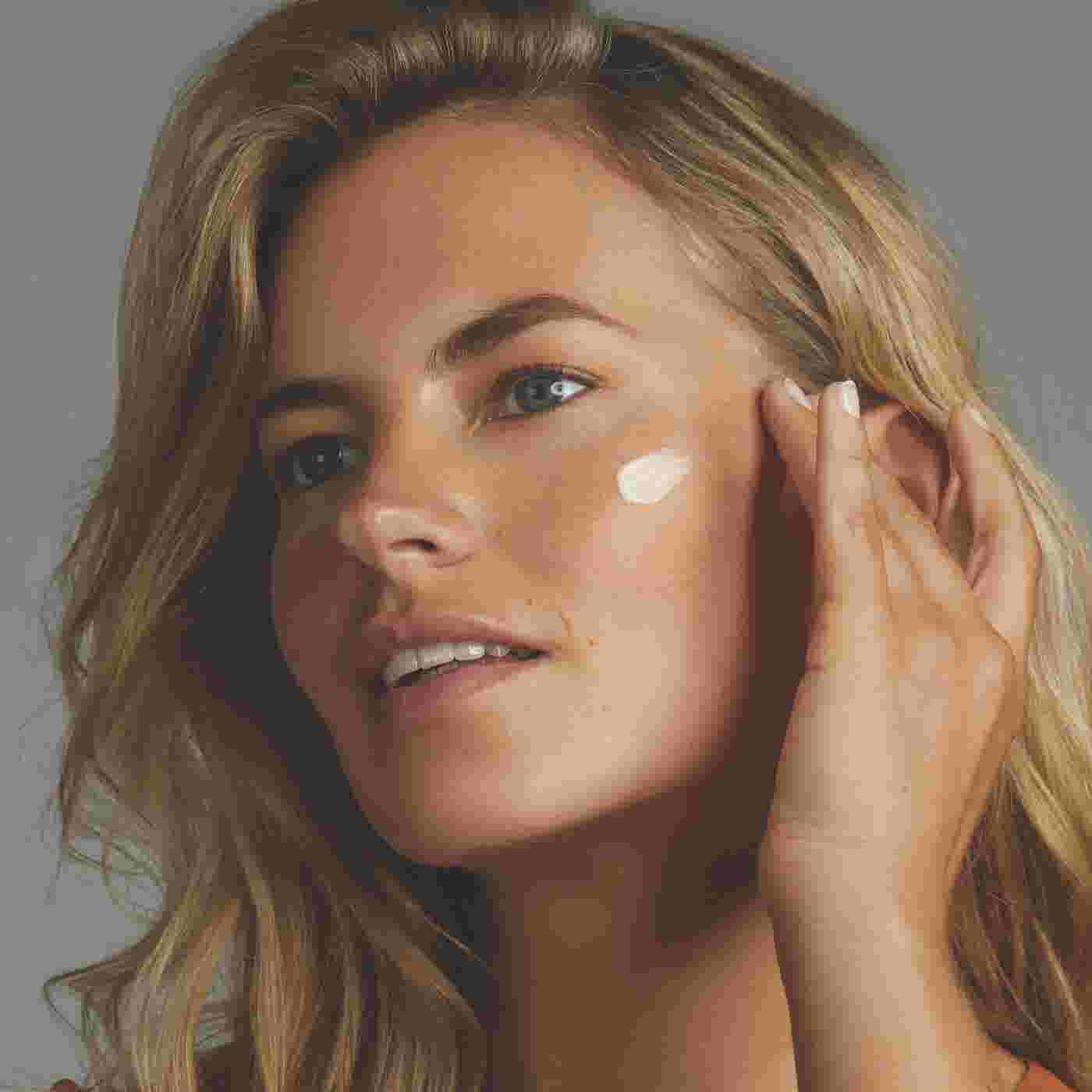 Model applying Max Factor Miracle Prep Illuminating & Hydrating Primer