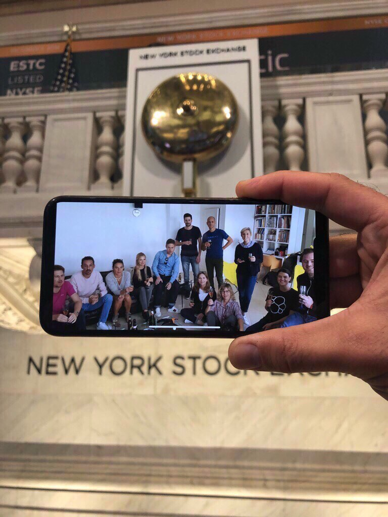 elastic-paris-team-photo-on-phone-at-nyse-blog.jpg
